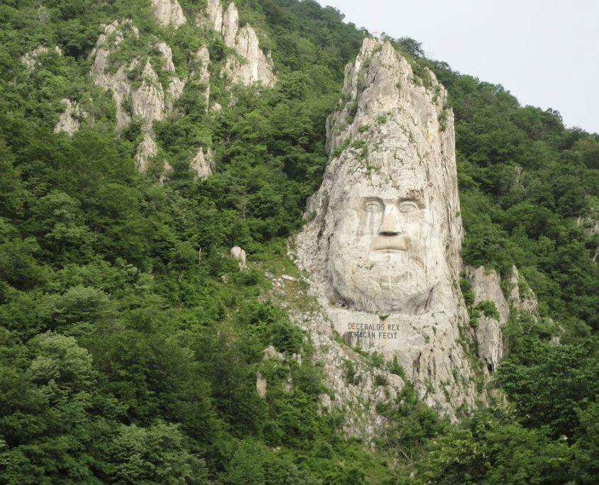 Chipul lui Decebal - sculptură în stâncă pe malul Dunării